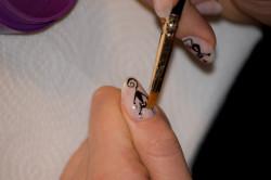 Нанесение рисунков на ногти