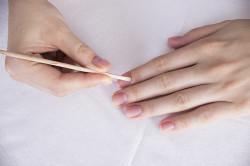 Снятие шеллака с ногтей
