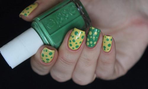 Желто-зеленый маникюр в крапинку