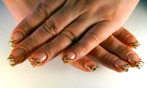 Золотой дизайн ногтей