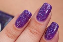 Фиолетовый маникюр с блестками
