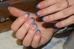 Фото 2. Френч с синими блестками