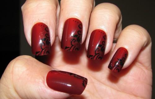 Черно-красный маникюр с узором