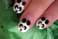 Рисунок 1. Маникюр с изображением панды