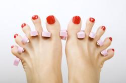 Сушка лака на ногтях ног