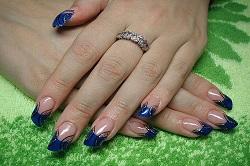 Дизайн с синим цветом ногтей