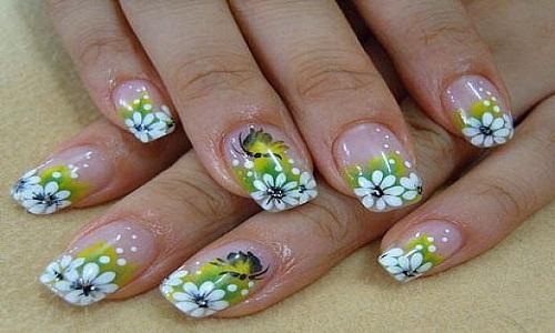 Цветочный рисунок на ногтях