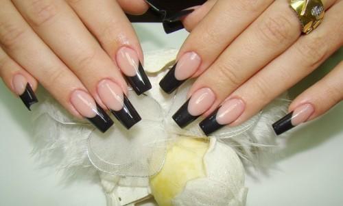 Черный френч на длинных ногтях