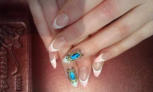 Новый тренд - жидкие камни на ногтях
