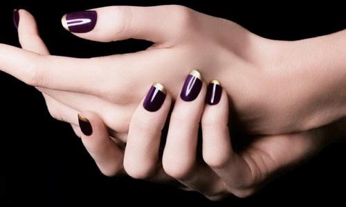Красивый металлический маникюр на ногтях