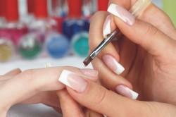 Нанесение основы на ногти
