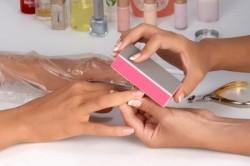 Подготовка ногтей к нанесению бархатного маникюра