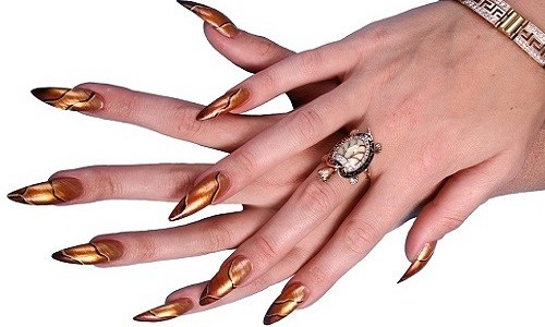 Острые ногти в форме стилетов