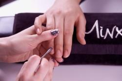 Подготовка ногтей к нанесению пленки