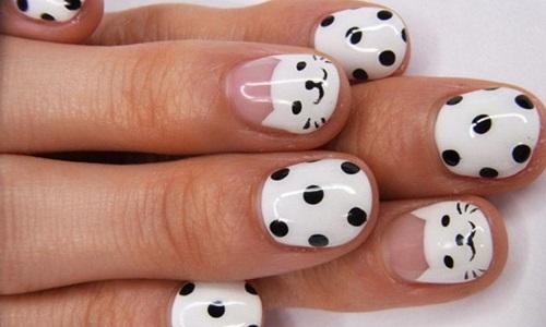 "Рисунок на ногтях ""Кошки с точками"""