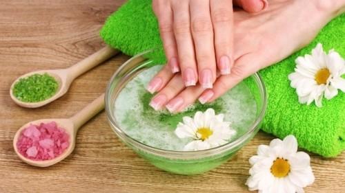 Ванночка для рук с добавлением морской соли.
