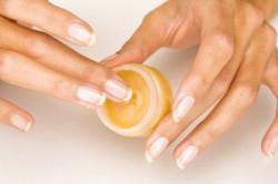 Процесс запечатывания ногтей
