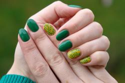Красивый зеленый маникюр