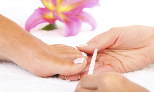 Обработка ногтей на ногах пилочкой