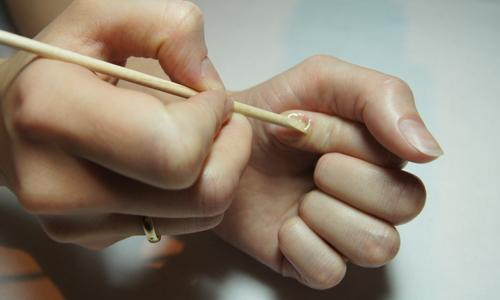Использование апельсиновой палочки для маникюра