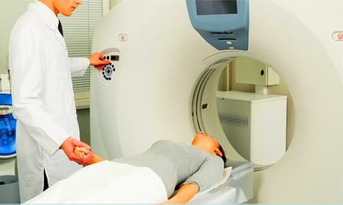 Облучение применяется для уменьшения размеров новообразования и уничтожения мелких узелков в тканях шейной области