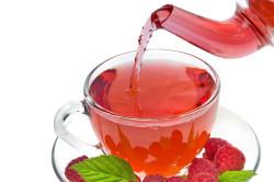 Чай с малиной при лечении кашля у детей