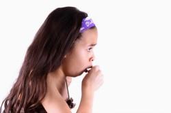 Сухой кашель - признак боли в горле