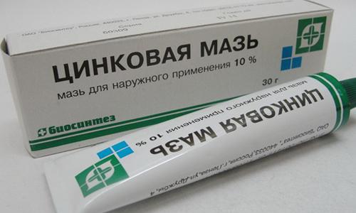 Цинковая мазь снимает воспаление и раздражение на коже, оказывает вяжущее, адсорбирующее и антисептическое действие, уменьшает выделение экссудата