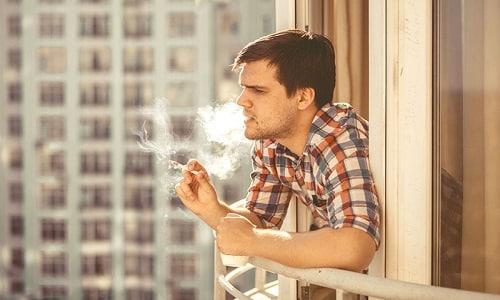 Симптомы патологии наблюдаются у курильщиков и людей с избыточным весом