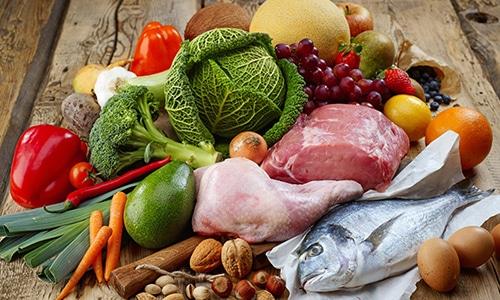Полезные продукты (мясо не жирных сортов, рыбу, овощи, фрукты) можно включить в диетическое меню на день, неделю или на месяц