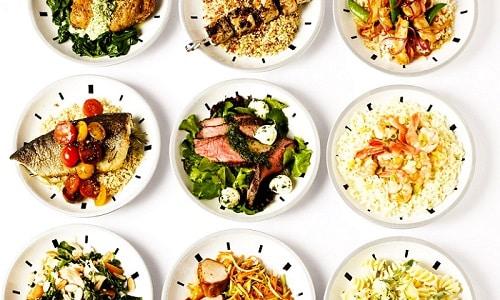 Больному рекомендуют принимать пищу небольшими порциями в одно и то же время