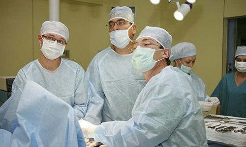 Операция является единственным способом лечения пупочной грыжи у взрослых