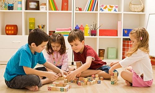 Вирус герпеса у ребенка чаще всего появляется вследствие тесного контакта со сверстниками и отсутствия хорошей гигиены