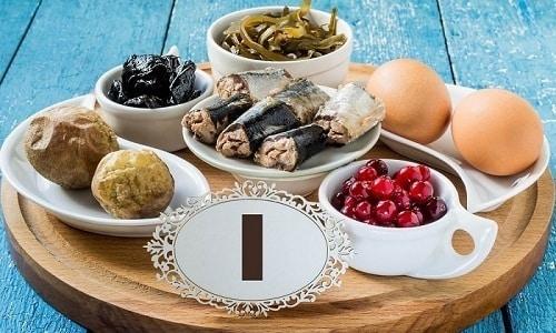 Чтобы избежать гормонального сбоя, важно обеспечивать организм йодом – употреблять в пищу морепродукты, яйца, йодированную соль