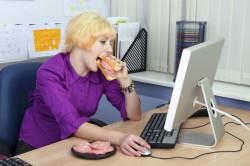 Заглатывание воздуха во время приема пищи - причина вздутия