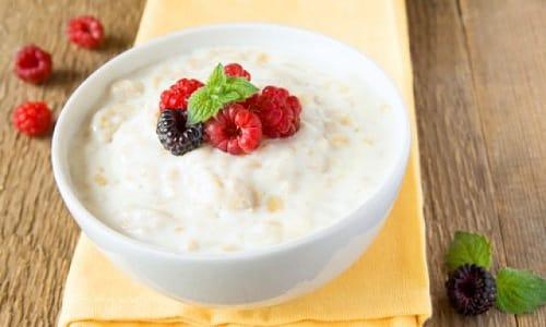 В рацион питания можно включить овсянную молочную кашу с малиной