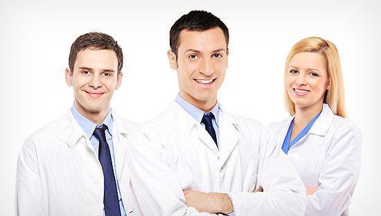 трое врачей