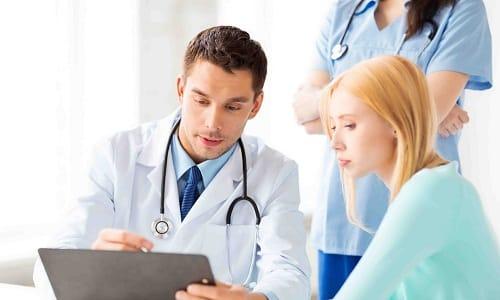 Продолжительность лечения герпеса определяет врач. При правильном лечении неприятная симптоматика проходит в течение нескольких дней
