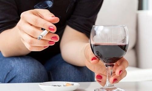 К факторам, способствующим появлению зоба щитовидной железы, относится наличие вредных привычек