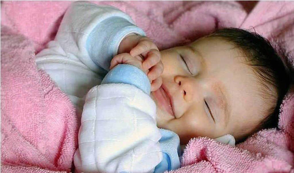 малыш в одеялке