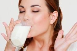 Польза молока при кашле