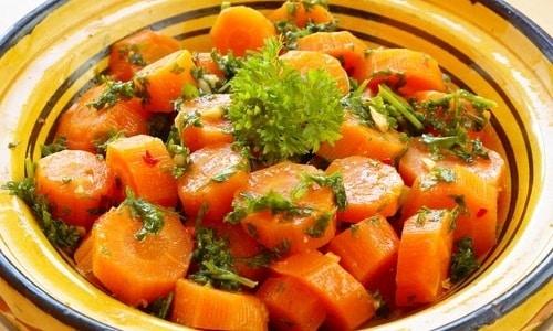 Тушеная морковь может быть включена в рацион питания больного