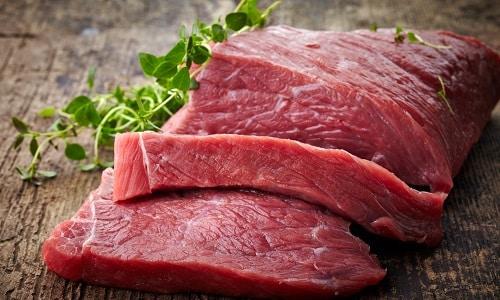 Чтобы в достаточном количестве получить тирозин, следует употреблять красное мясо