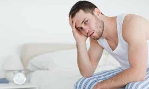 Пациент испытывает симптомы общего недомогания: слабость, головная боль, повышенное потоотделение