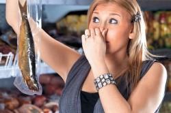 Несвежая пища как причина отравления