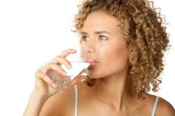 Обильное питье для профилактики сгущения крови