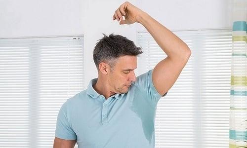 При коллоидной кисте в щитовидной железе у человека повышается потоотделение
