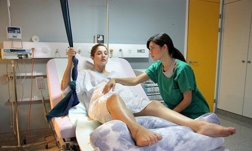 Ребенок заражается герпесом в период внутриутробного развития или прохождения по родовым путям больной матери