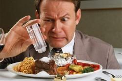 Употребление соленой, пряной, острой пищи