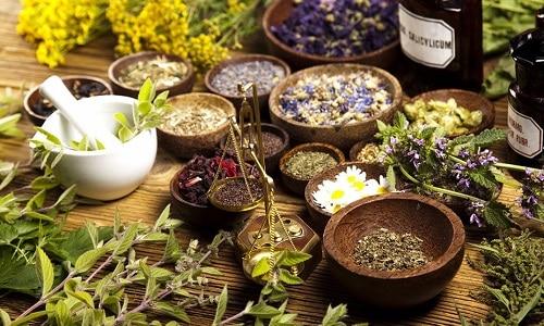 В качестве дополнения к основному медикаментозному лечению нередко в домашних условиях применяются народные средства